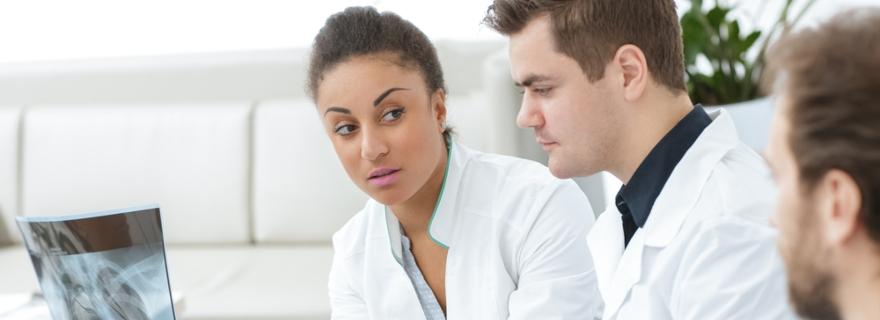 ¿Cómo es la cobertura de segunda opinión médica en un seguro de salud?