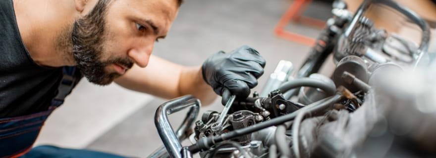 ¿Cómo protegen los seguros a los motoristas? El seguro del conductor en tu póliza de moto